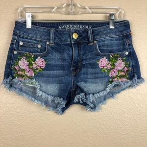 American Eagle Floral embroidered Sz 2 Shorts